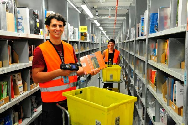 Arbeiter im Amazon-Logistikzentrum Winsen